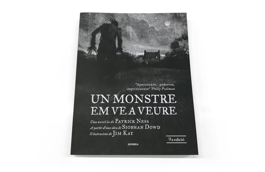 """Imprimir el libro superventas """"Un Monstre em ve a veure"""""""